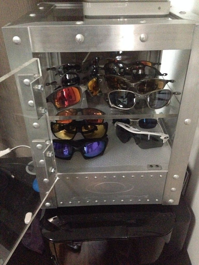 Oakley Counter Top Display - nuvehuje.jpg