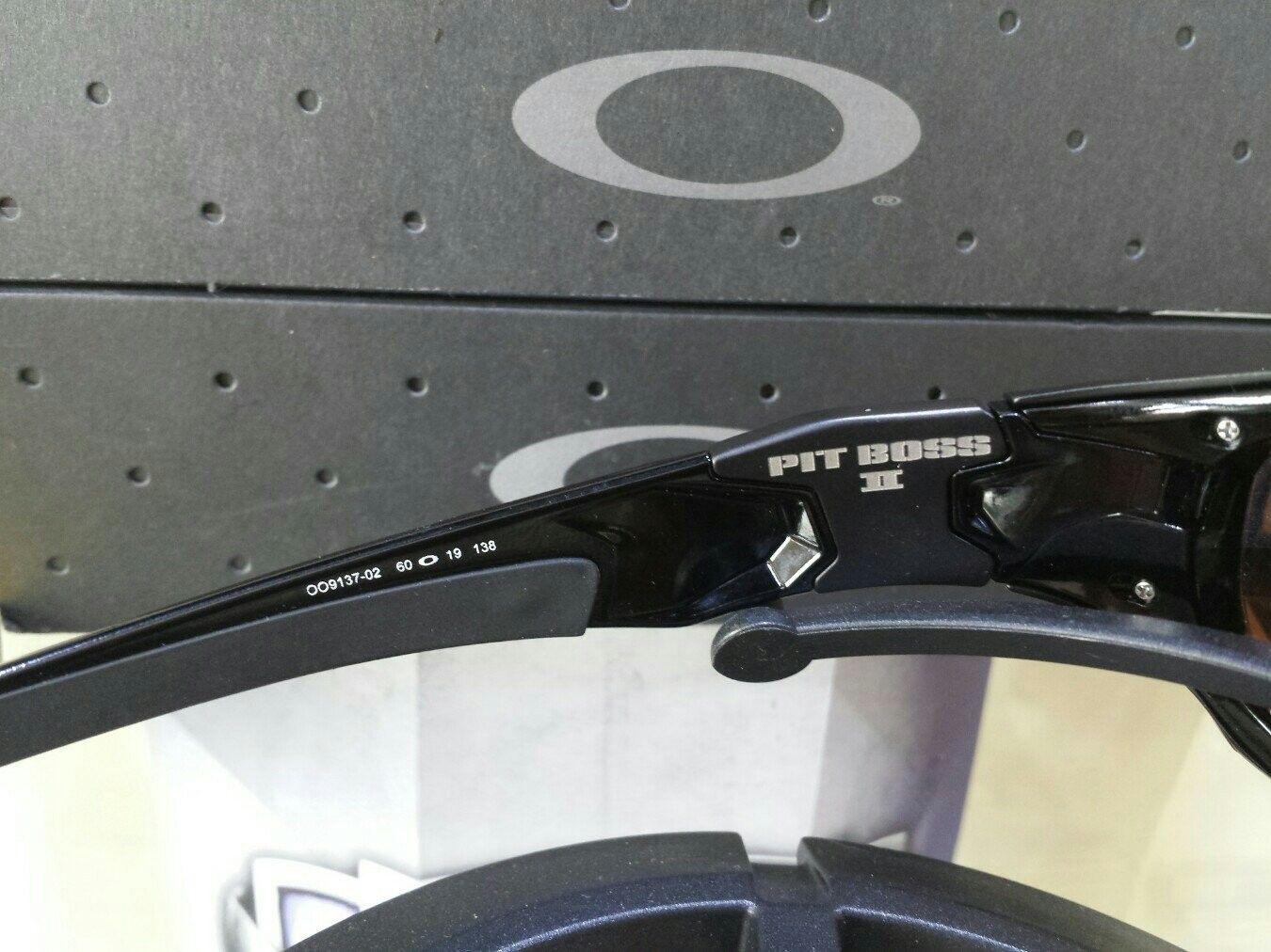Oakley Pit Boss II - $275 - nyzaqy5u.jpg