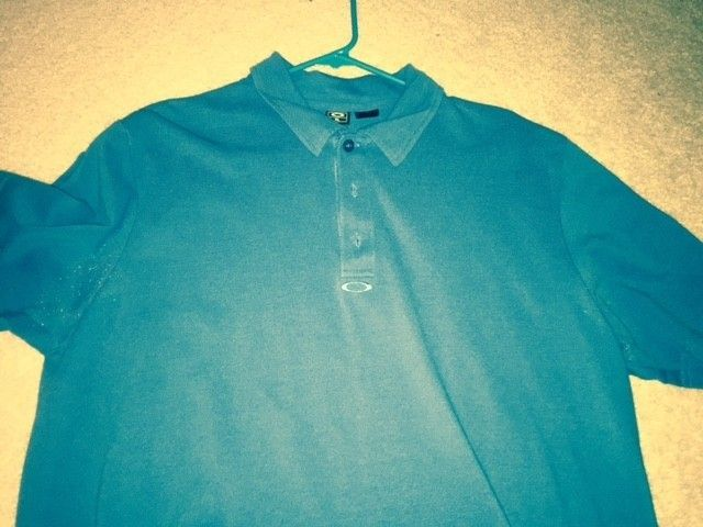 3rd page for the Oakley Polo and Button up Shirt Blow out!! Size XL - O shirt 14.jpg