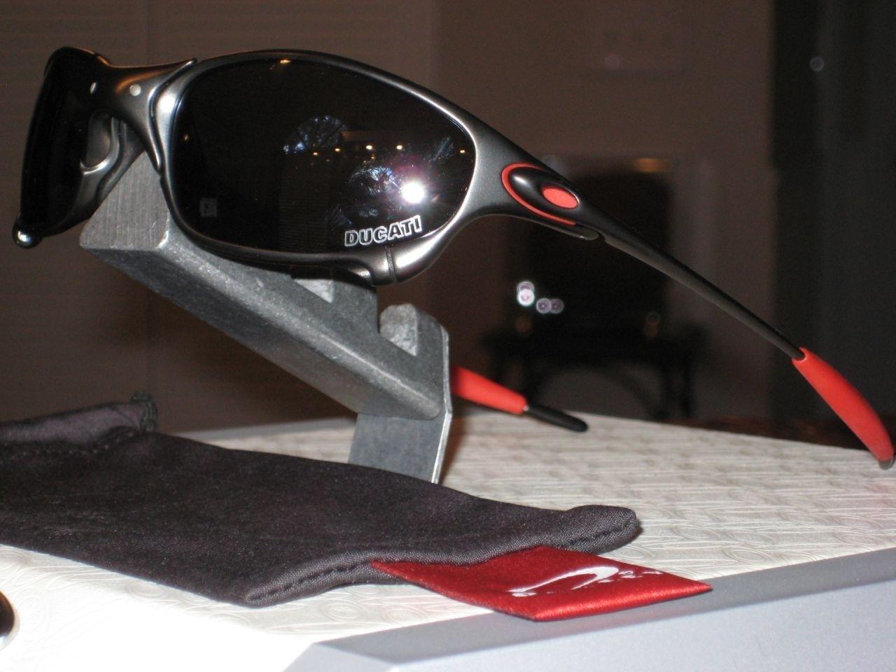New Metals! LiveSTRONG And Ducati Juliets - oak80.jpg