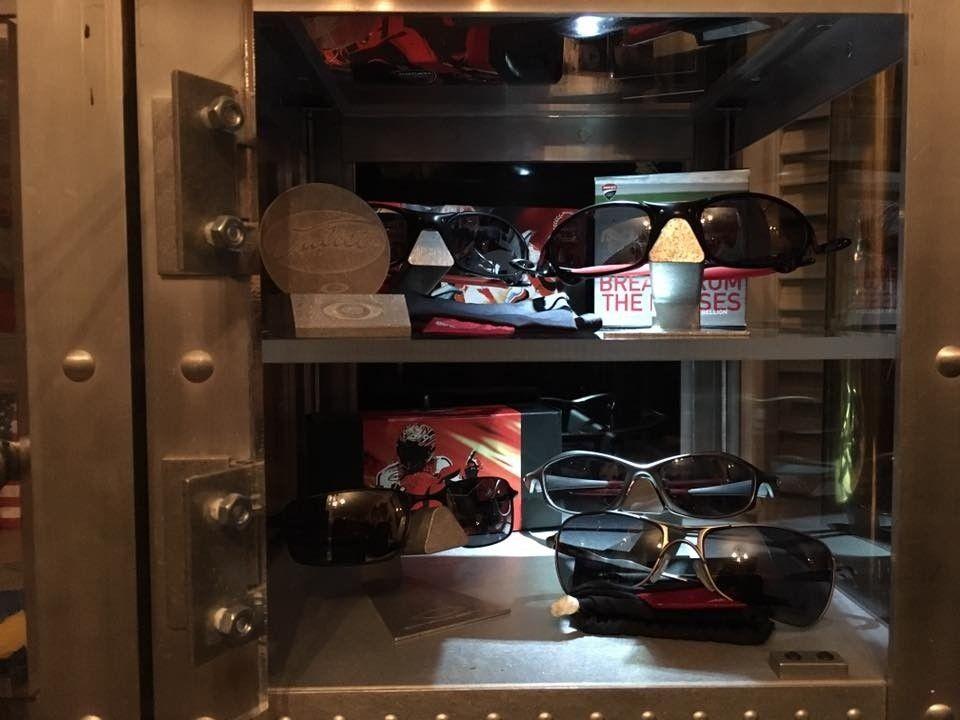 Oakley Ducati Collection.... - oakduc1.jpg