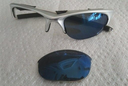 Need help identifying these oakleys - Oakley 2.jpg