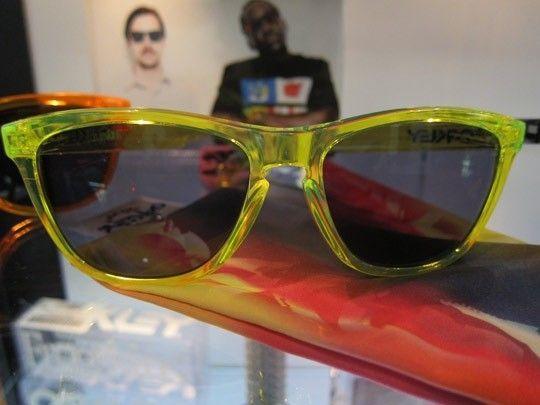 Frogskins: ACID RAIN Series... - Oakley-Frogskins-Sunglasses-2011-03.jpeg