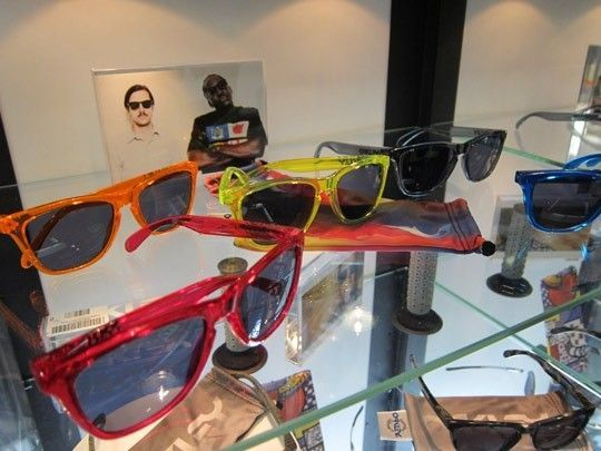 Frogskins: ACID RAIN Series... - Oakley-Frogskins-Sunglasses-2011-06.jpeg