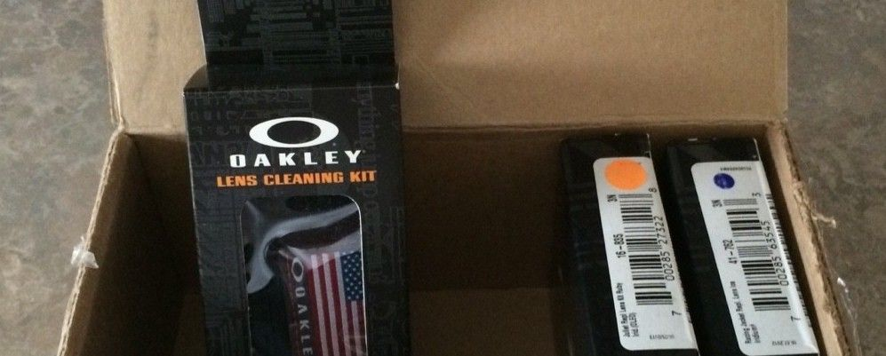 oakley glass cleaning  how to properly clean your oakley glasses oakley lens cleaning kit