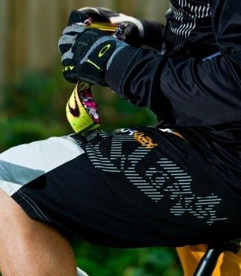 Oakley Vert Shorts and jersey! - oakley mtb shorts oakley vert.jpg