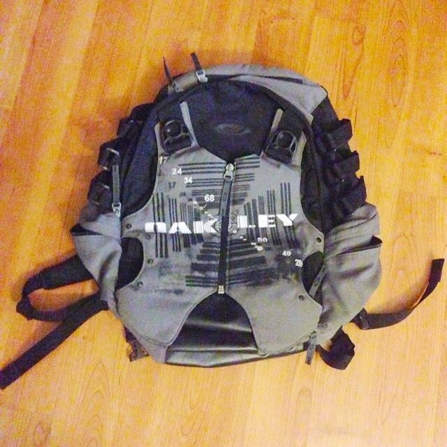 What backpack is this? - oakley_backpack_1464612710_16fba42f.jpg