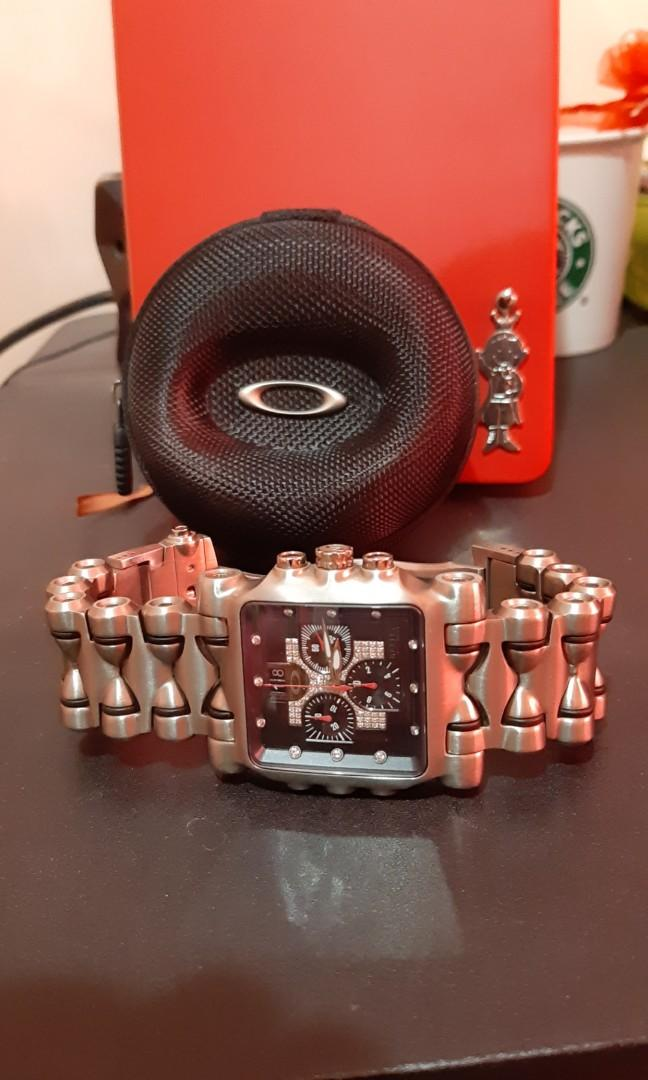 oakley_minute_machine_watch_first_generation_diamond_dial_1582850966_8d54fd1e_progressive.jpg