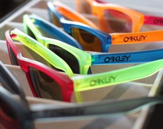 Oakley Frogskins Black Light Collection - oakleyfrogskinblackligh.jpg