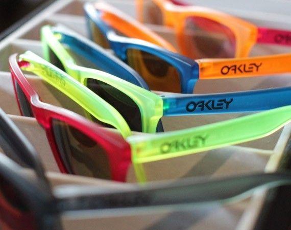 Oakley Frogskins Black Light Collection - oakleyfrogskinblackligh.jpg