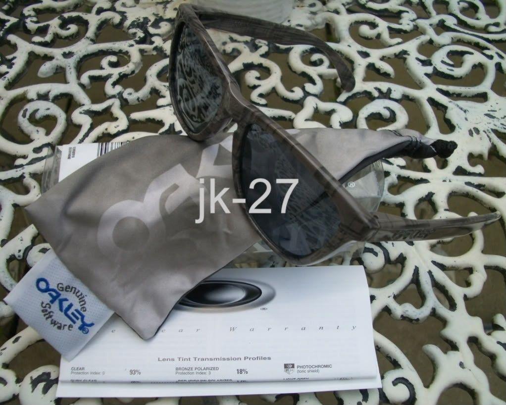 Looking For Black Plaid Frogskins - OakleyFrogskinsSmogPlaid7.jpg