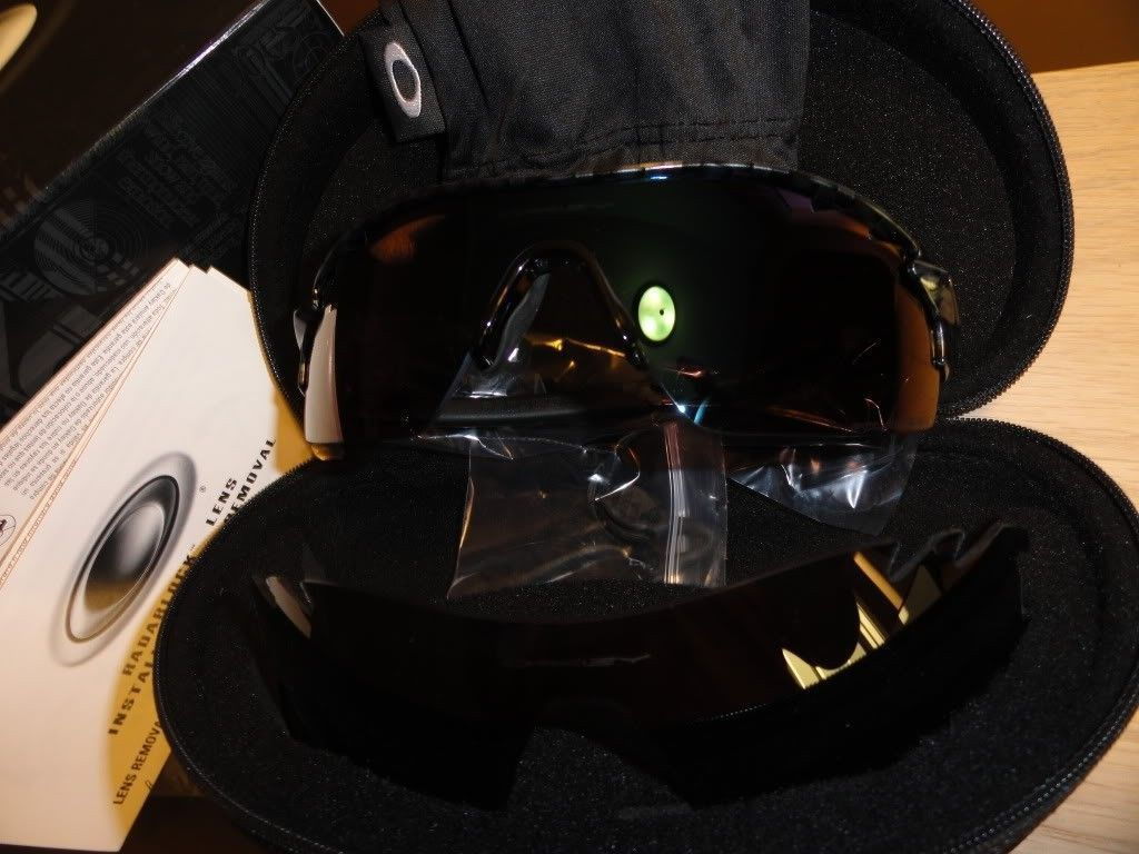 Polarized Radarlock Pitches For Sale!!! $200.00 - oakleyhaus%20carbon%20fiber%20oakley_zps0d2ec1ae.jpg