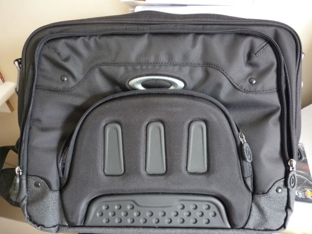 Oakley - Laptop Computer Travel Bag - OakleyLaptopbag_zps26757532.jpg