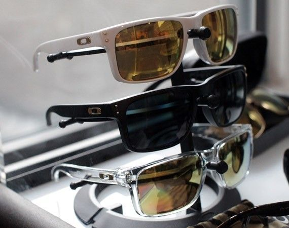 Shaun White Gold Collection - oakleyshaunwhitegold02.jpg
