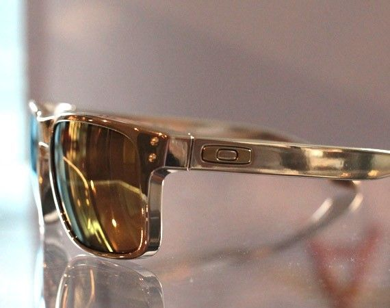 Shaun White Gold Collection - oakleyshaunwhitegold06.jpg