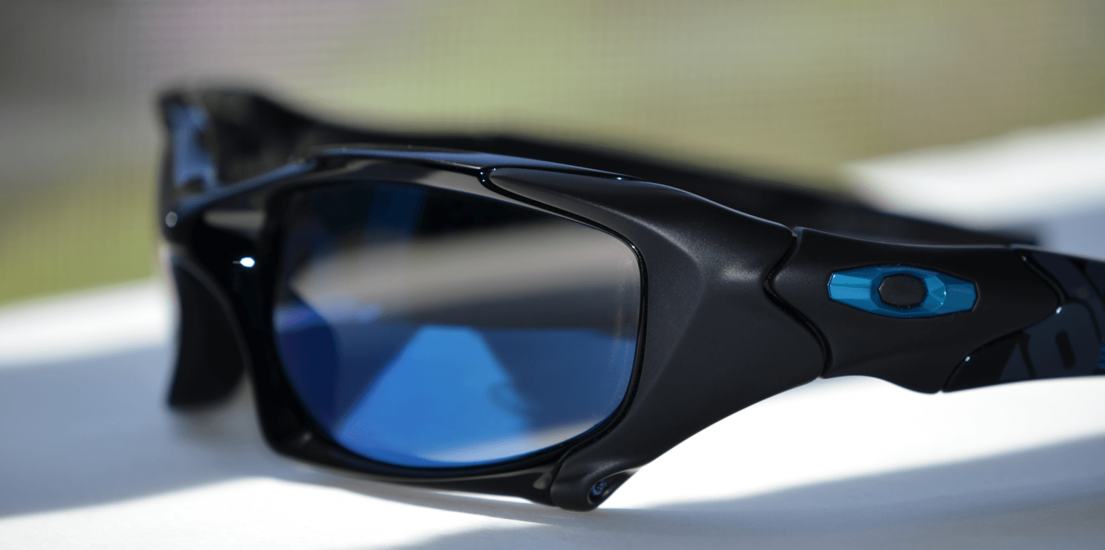 PB1 Tron With Blue Iridium Polarized - OakleyTronPB_03.png