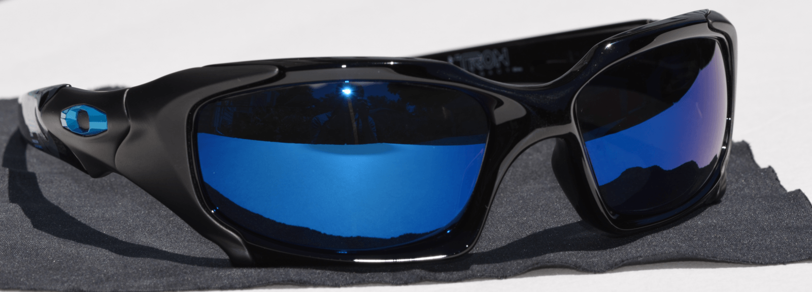 PB1 Tron With Blue Iridium Polarized - OakleyTronPB_04.png