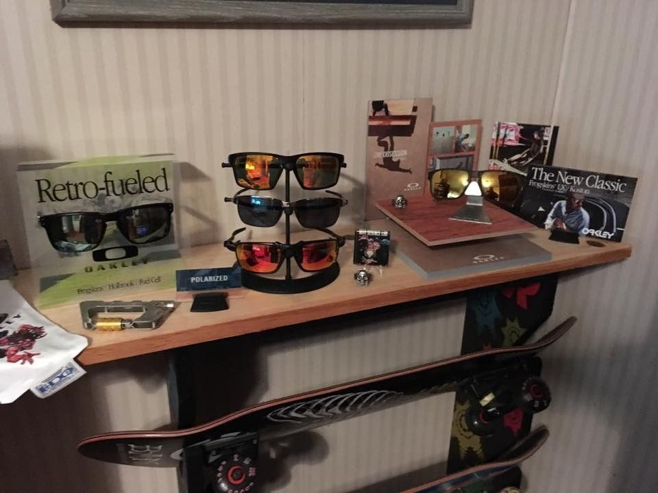 Playing around with some dealer displays - oakskate2.jpg