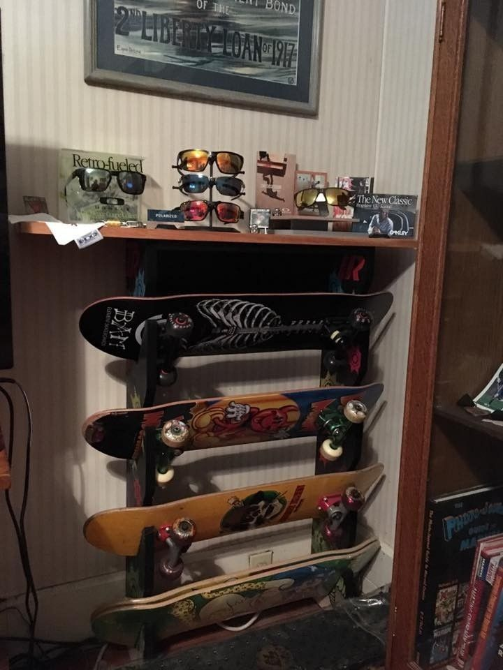 Playing around with some dealer displays - oakskate3.jpg