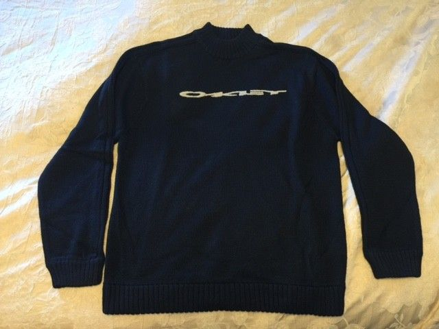 Oakley Snow/Ski Sweaters Size: XXL (3) different ones. - OBlack3.JPG