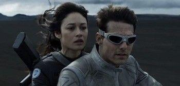What Goggles Does Tom Cruise Wear In Oblivion? - oblivion-cruise-kurylenko-motorcycle-tsr.jpg