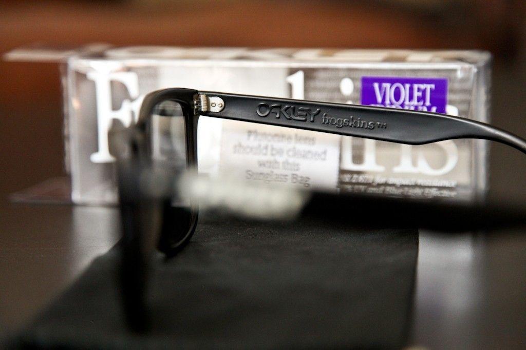 GEN 1 Frogskins Violet Iridium W/ Box And Micro - ok1rnr.jpg
