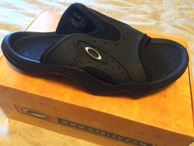 Oakley SMOKE Sandals Sz 13 Black NEW - Oshoes1.JPG