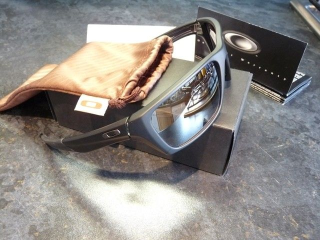 Oakley Jury SGH Exclusive - Matte Black W/ OO Black Polarised - p1090541s.jpg