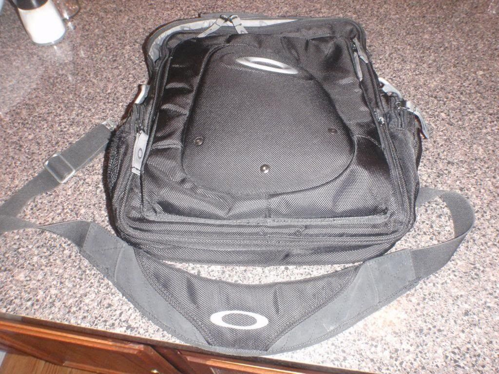 Oakley Vertical Computer Bag 3.0 Black Used....... - P9201650_zps10142dfc.jpg
