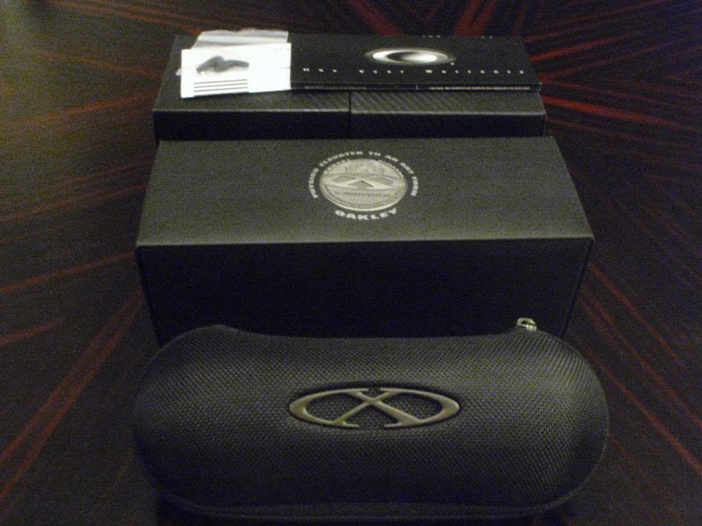 Complete Boxes For Juliet Carbon Black Iridium / X Squared Plasma Ice / X Squared Fire Polarized - PA030327.jpg