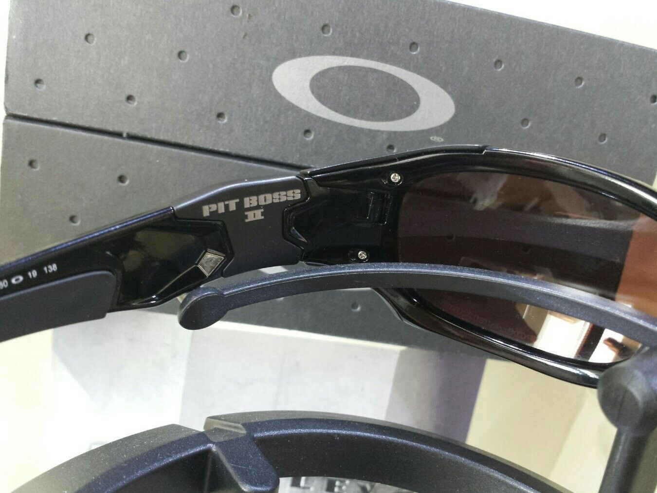 Oakley Pit Boss II - $275 - pasavyvu.jpg