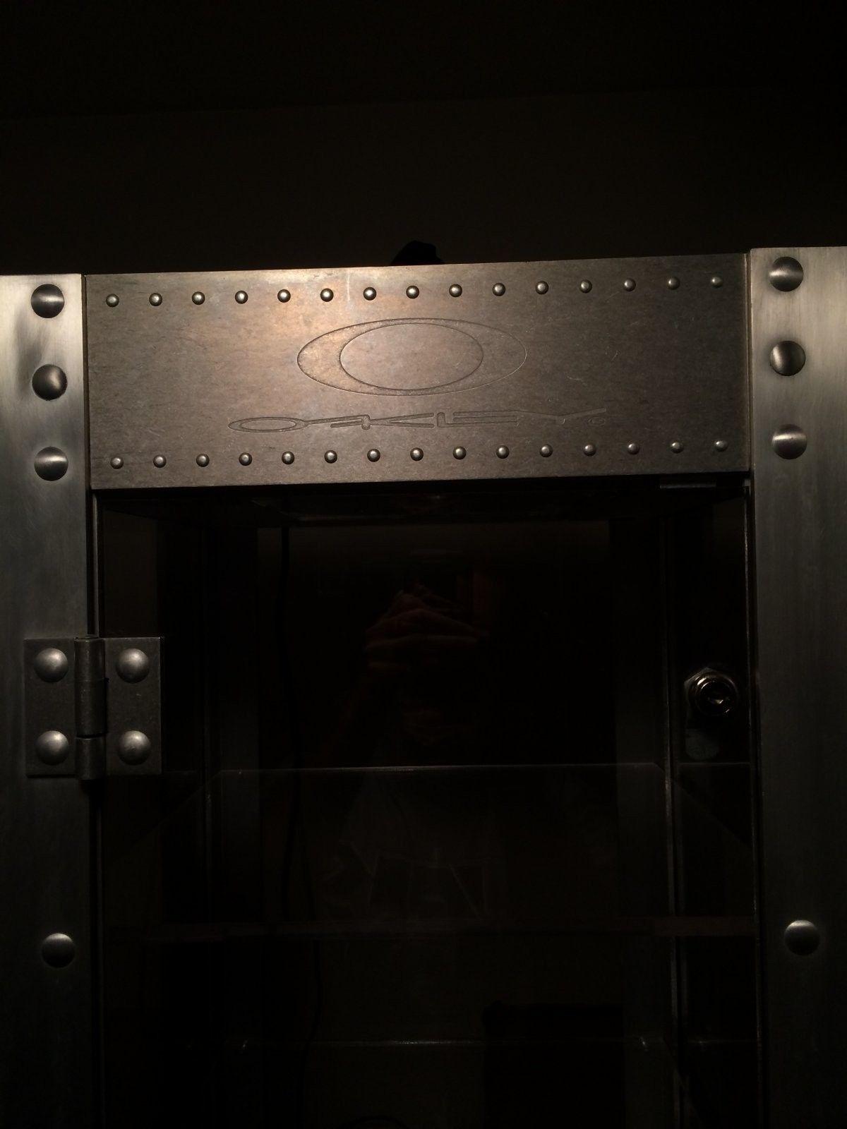 Single Wide X-metal Display Case - photo 2.JPG