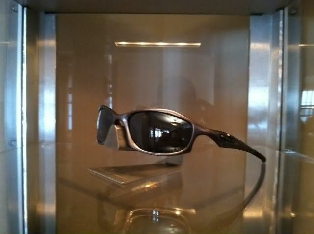 Oakley Hatchets........Carbon/Blk Iridium Polarized......$135 - photo2-4.jpg