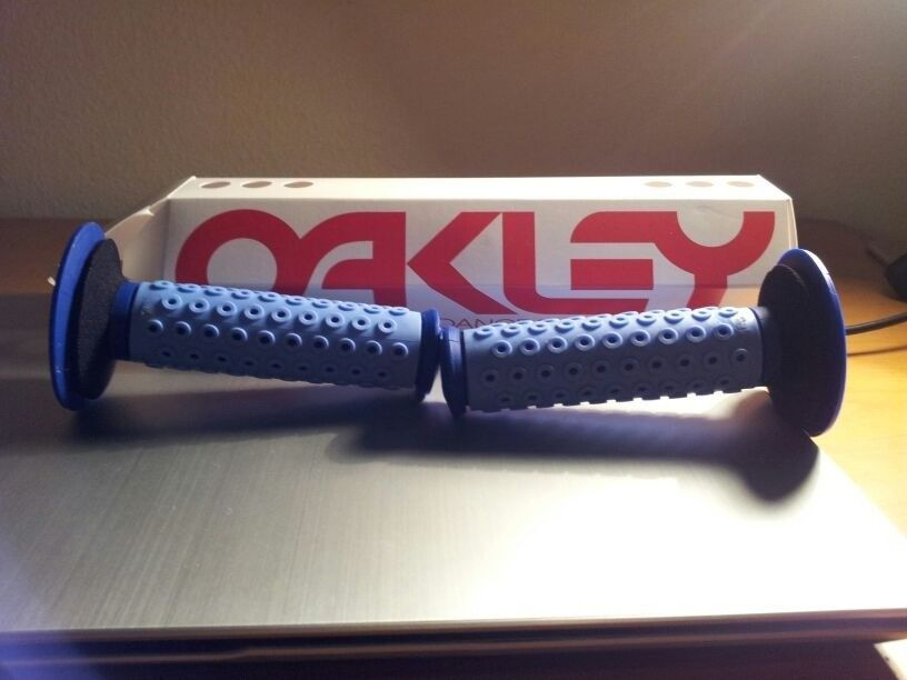Brand New B-1B Oakley Grips (2013) - photo2_zpsf1f2af20.jpg