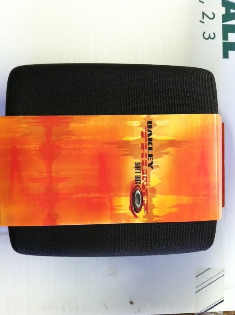 Oakley Thump Case.......BNIB - photo35.jpg