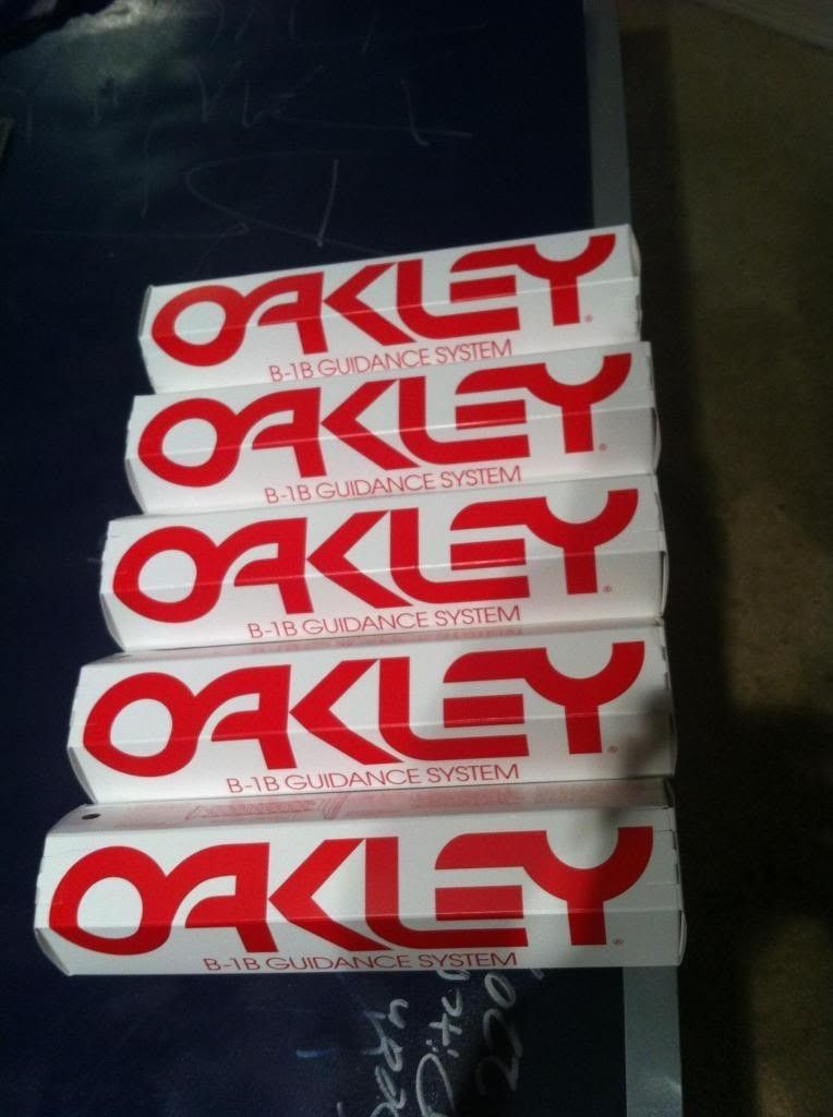 Brand New B-1B Oakley Grips (2013) - photo6_zpsee97a48e.jpg