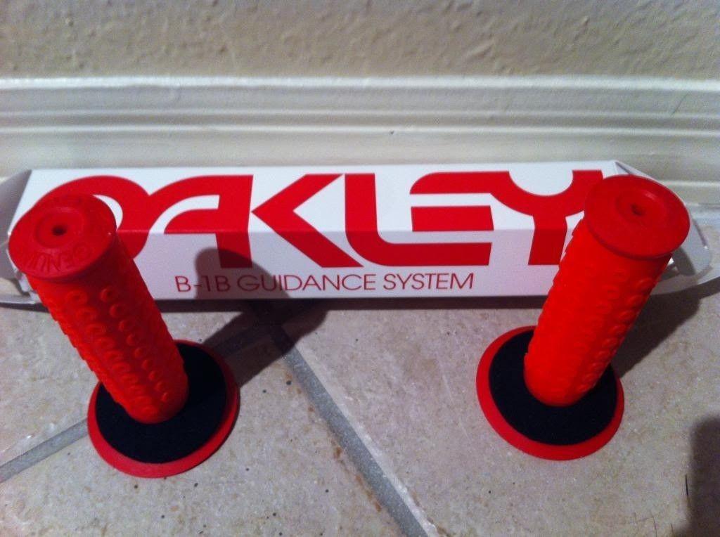 Brand New B-1B Oakley Grips (2013) - photo8_zps47292b4a.jpg