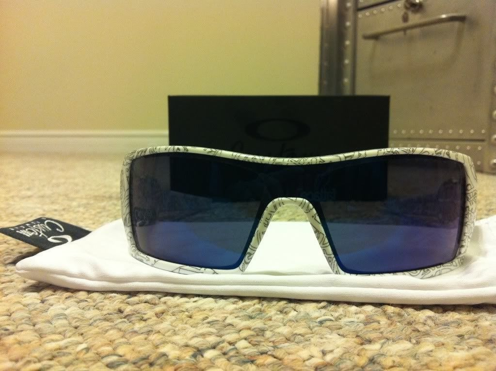 Custom Oil Rigs White Text With Ice Lenses And Blue Icons BNIB - photo_zps85dd21cf.jpg