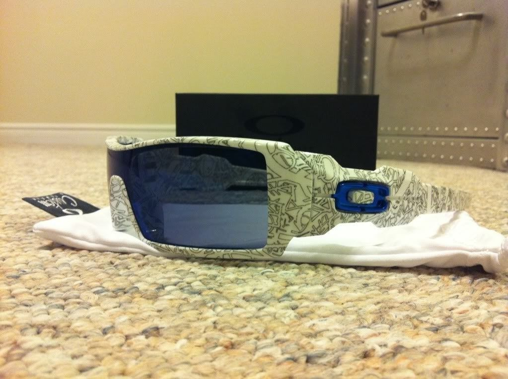 Custom Oil Rigs White Text With Ice Lenses And Blue Icons BNIB - photo_zps8b49fbb0.jpg