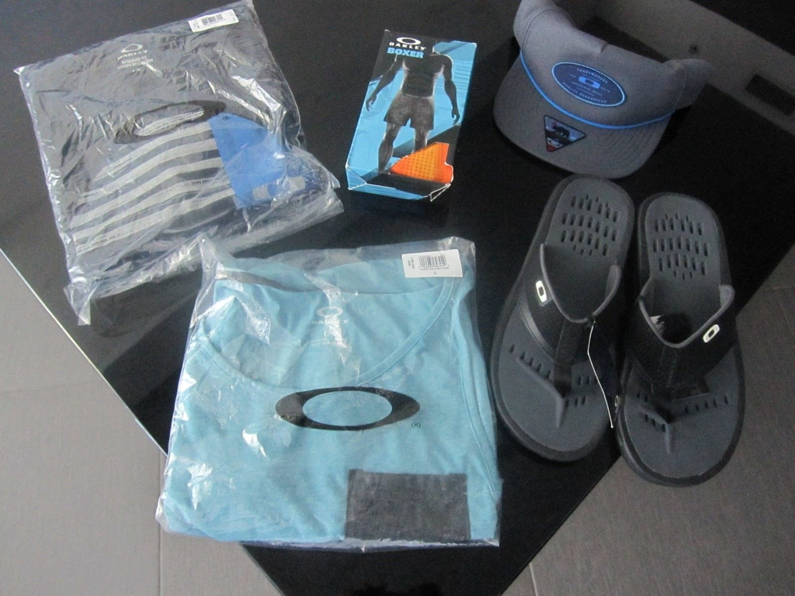 New Oakley clothing items size L - pic 1.JPG