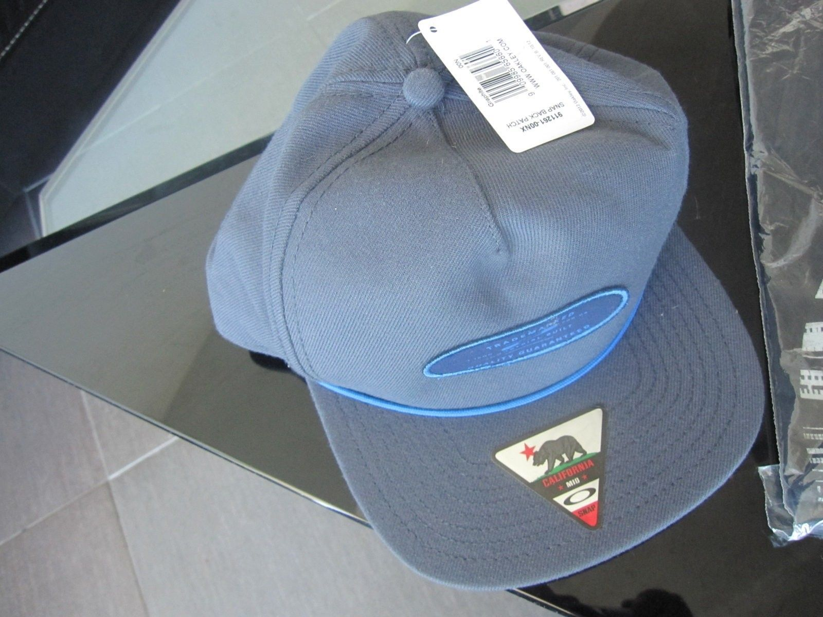 New Oakley clothing items size L - pic 3.JPG