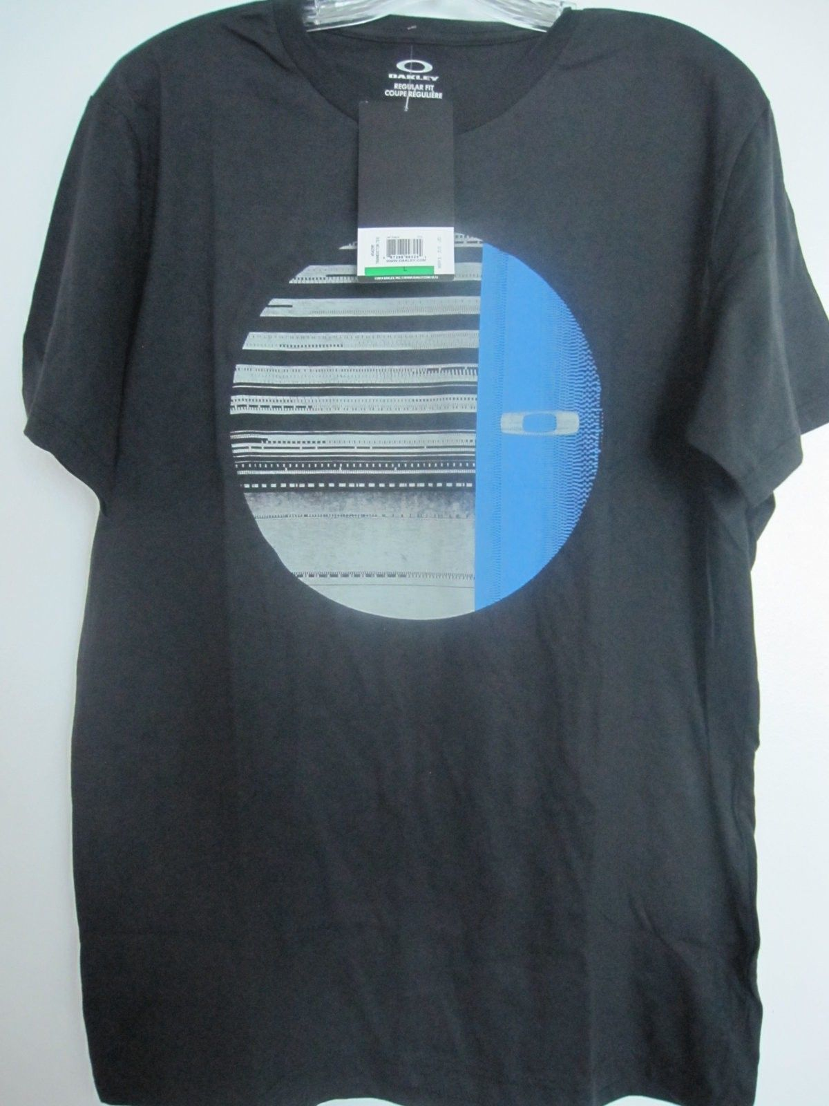 New Oakley clothing items size L - pic 5.JPG