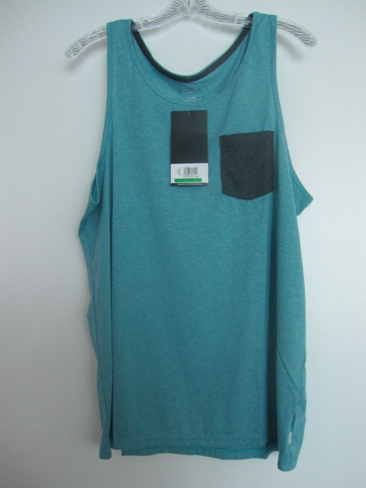 New Oakley clothing items size L - pic 7.JPG