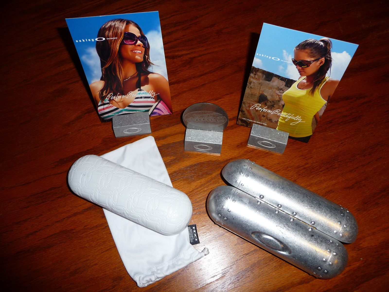 Selling Oakley Cases And Misc. Display Items - picsix.jpg