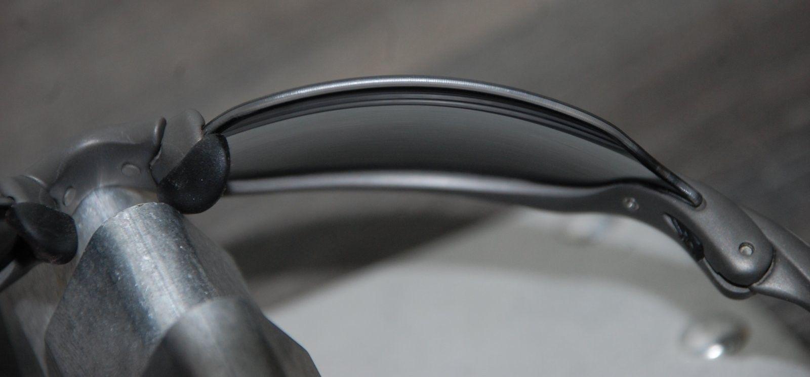 Oakley Romeo 2 X-metal-Black Polarized SKU: 04-157 - R2 5.jpg