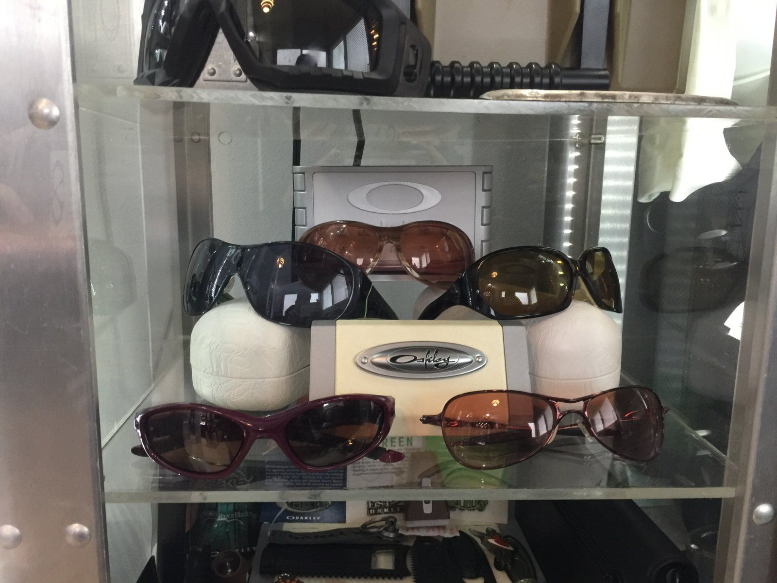 Oakley rooms - show us yours - rx5 2016.JPG
