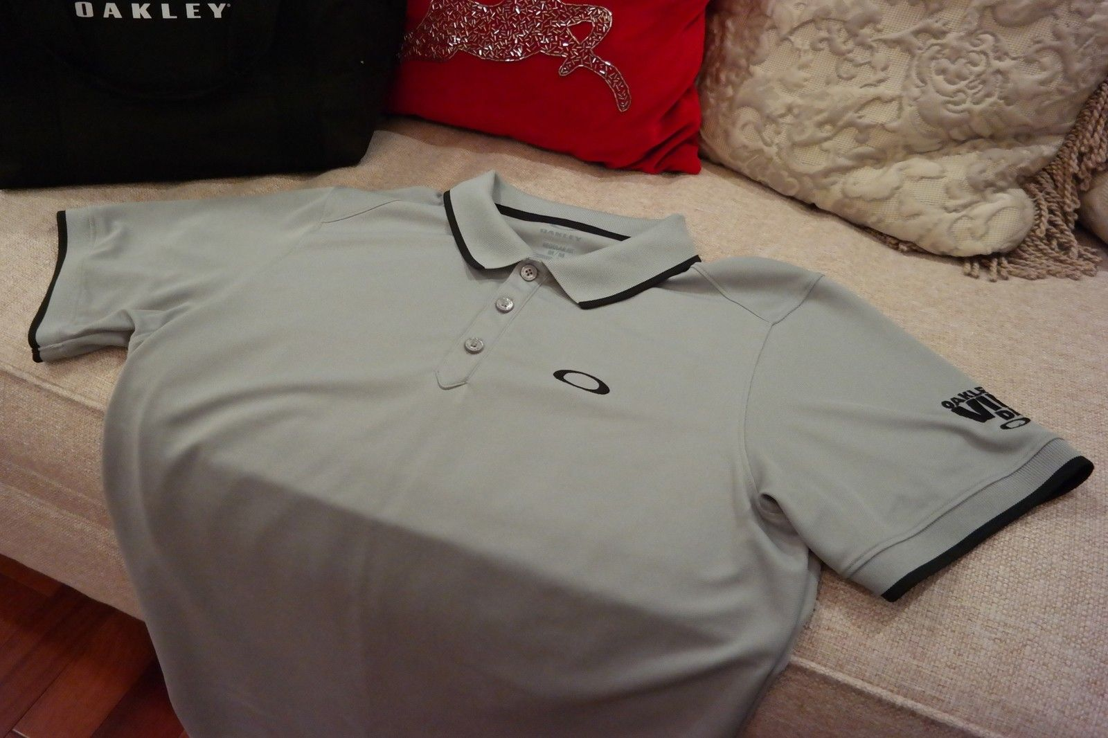 Want something you can't go out and buy?  OAKLEY V.I.P. polo, mf bag, golf balls and more. - SAM_1676.jpg