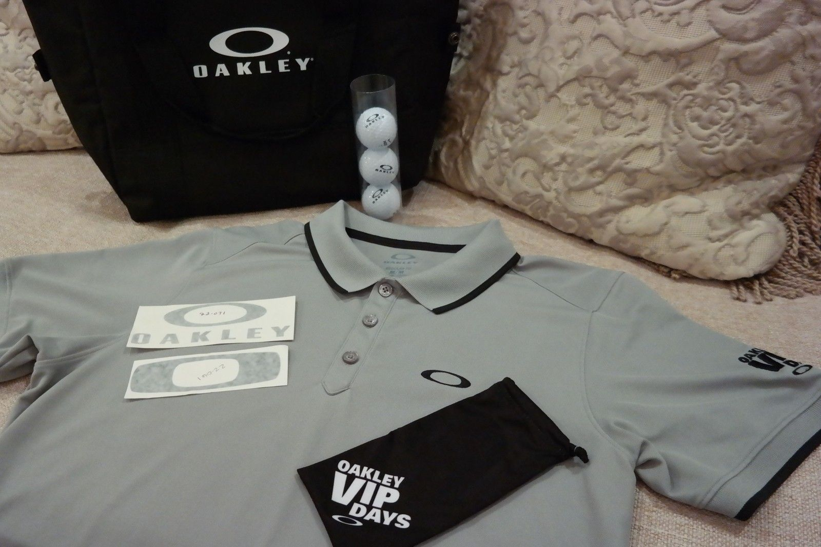 Want something you can't go out and buy?  OAKLEY V.I.P. polo, mf bag, golf balls and more. - SAM_1692.jpg