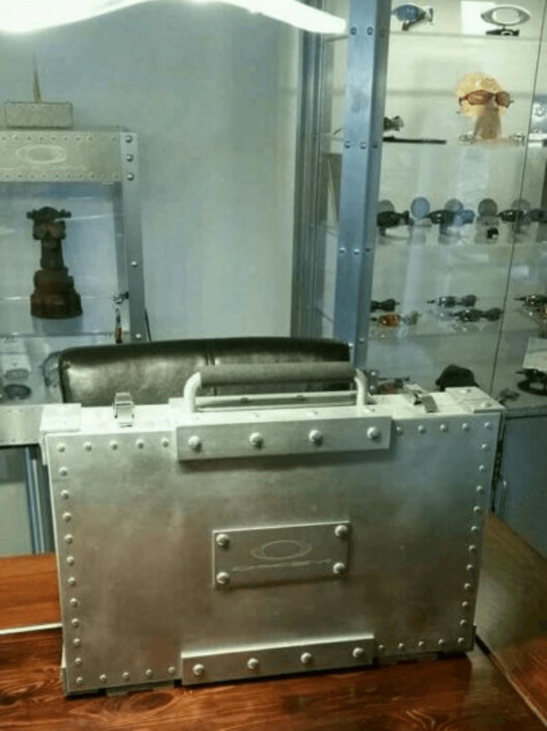 Oakley Suitcase Case x Metal - Screenshot_2015-10-06-16-22-54.png
