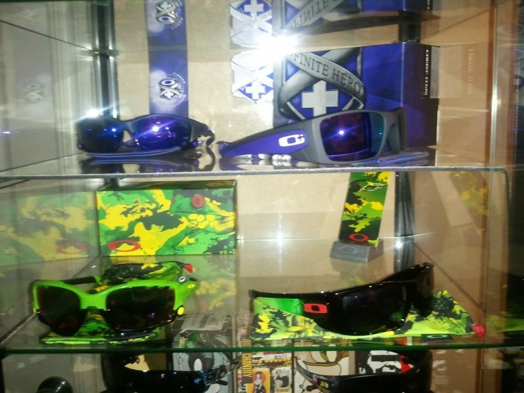 Two New Display Cases...more On The Way! - shelf23.jpg